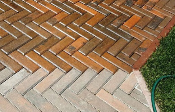 Тротуарная плитка покрытая лаком