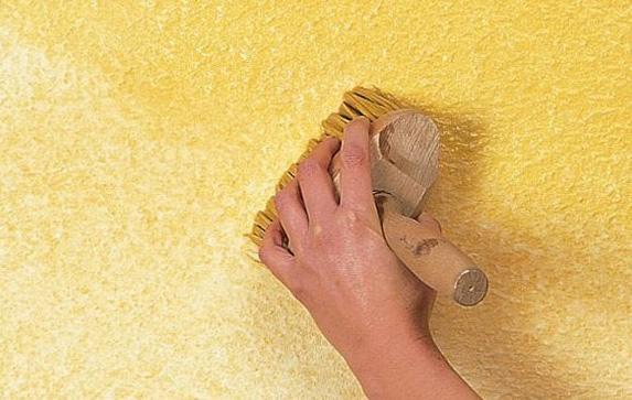 Обработка стен лаком